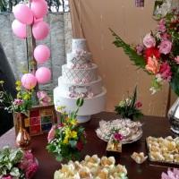 Mesa de casamento com nossos docinhos e nosso bolo cenográfico.