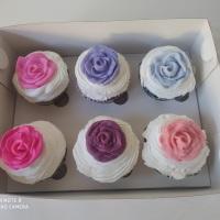 Cup cakes para presentear,temos muitos modelos embalagens luxo.