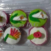 Mini Cupcakes recheados e confeitados em 3D - Flôres.