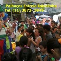 Palhaços Estrela e Estrelinha atrai  multidão de crianças