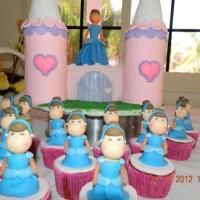 Bolo e cupcakes princesas