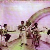 Apresentação no programa de TV, Som Brasil, na Rede Globo/SP, acompanhando, ao violão, Milton Nascim