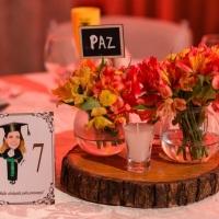 Numeração de mesa com caricatura da formanda  desenvolvida pelo desenhista Marcelo Lopes de Lopes