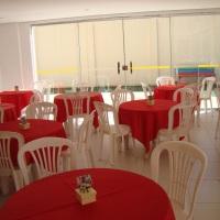 Aluguel de mesas redonda plastica com 04 cadeiras