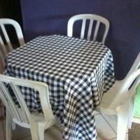 Aluguel de mesa plastica e toalha