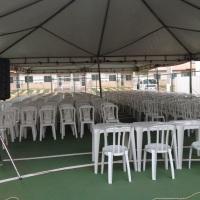 Reunião de condominio (tenda, cadeiras,som com microfone e telão).