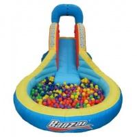 piscina de bolinha com escorregador
