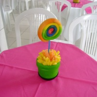 Este é um dos modelos de enfeites para mesas de convidados
