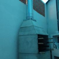 Churrasqueira profissional devidamente instalada sem cheiro e fumaça no ambiente