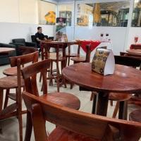 mesas bistrô e banquetas