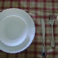 talheres, pratos jantar e sobremesa