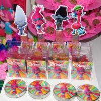 Kit festa tema Trolls, lembrancinhas Trolls com tubetes, latinhas, Tic Tacs, caixinhas e toppers! No