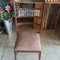 Cadeira ferro ferrugem Cristal.