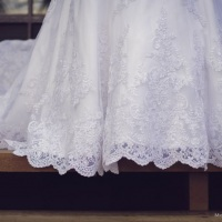 Barra de vestido com bordado de perolas feito a mão