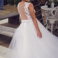 Vestido de princesa  em 20 camadas de tule e renda rechlie.