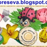 flores e fofucha de EVA