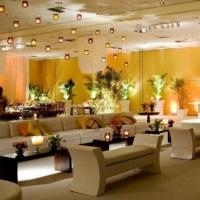 Lounge com Sofás, Puffs, Mesas Laterais e de Centro