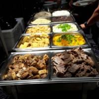 Buffet: comidas variadas, vários pratos, tudo com sabor renovador de dar agua na boca.