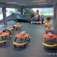 Area de recreação com jogos de encaixe.