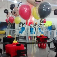 Arranjos de mesa com gas helio