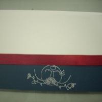Convite em linho branco com aplicação de barra em prata e desenho em hot stamping prata, interior em