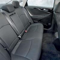 Carro com 1,89 de largura espaço e muito confortável com ar condicionado individuais para os noivos