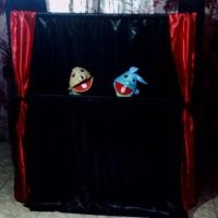 Teatrinho de Fantoches com apresentações didáticas e divertidas.
