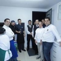 Atendimento a chefs, garçom e material