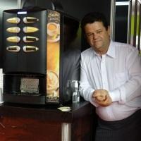 Maquina de Cafe  Colibri C3 Serve até oito tipos de bebidas quentes Locação apenas para festas e e