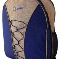 Mochila MONTEC Detalhe em cordão, bolso lateral em tela e alça regulável