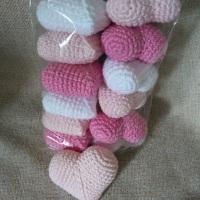 Pacotinho de amor - corações em amigurumi para decoração