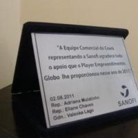 placa de homenagem com caixa de veludo