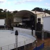 Telões laterais ao palco