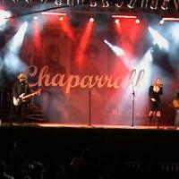 Evento com iluminação e telão para banda Chaparrall