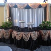 Mesa principal decorada com toalhas de Cetim nas cores marron e salmon