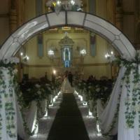 Decoração de Igreja com flores artificiais
