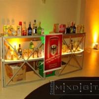 bar decorado e iluminado conforme o evento