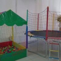 piscina de bolinha e cama elastica