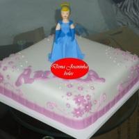 Dona Joaninha bolo quadrado branca de neve