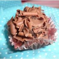 Brigadeiro Tradicional, massa de chocolate ao leite coberto por raspas de chocolate Belga.