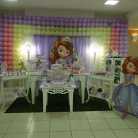 No mundo das Princesinhas a Sofia esta presente em uma decoração onde você escolhe as cores e modelo
