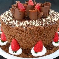 Torta Chocolate com morangos