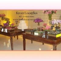 Mesas de demolição com decoração floral