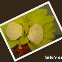 Arranjo com flores de cupcakes