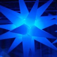 DJs, som, iluminação, lasers e telões