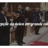 Recepção da noiva no altar em grande estilo.