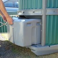 Sanitário Bucket. Banheiro químico com caixa de dejetos removível.