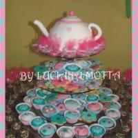 Bolo, cupcakes e cookies para chá de bebê