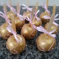 Maça no chocolate dourada