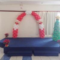 Decoração natalina arco papai noel e árvore de natal